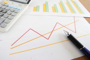 電卓とペンとグラフ用紙